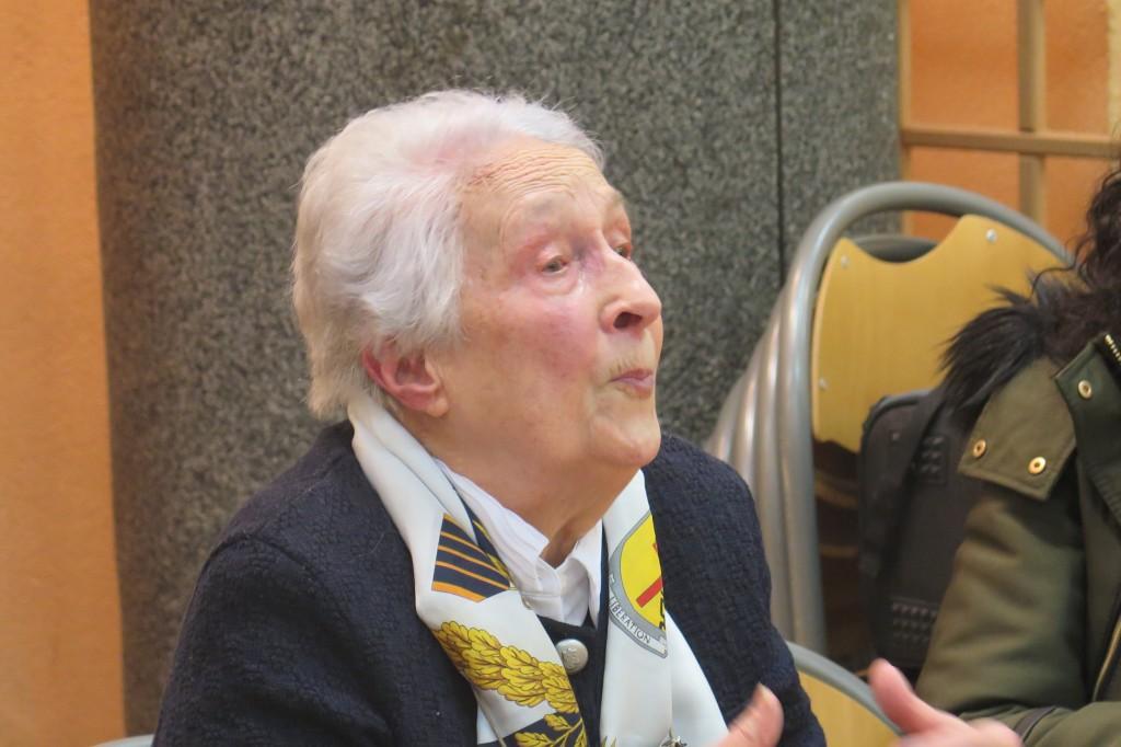 Michèle Agniel, élève du lycée Hélène Boucher, membre du réseau d'évasion d'aviateurs alliés « Bourgogne », déportée avec ses parents. Son père n'est pas revenu des camps allemands.