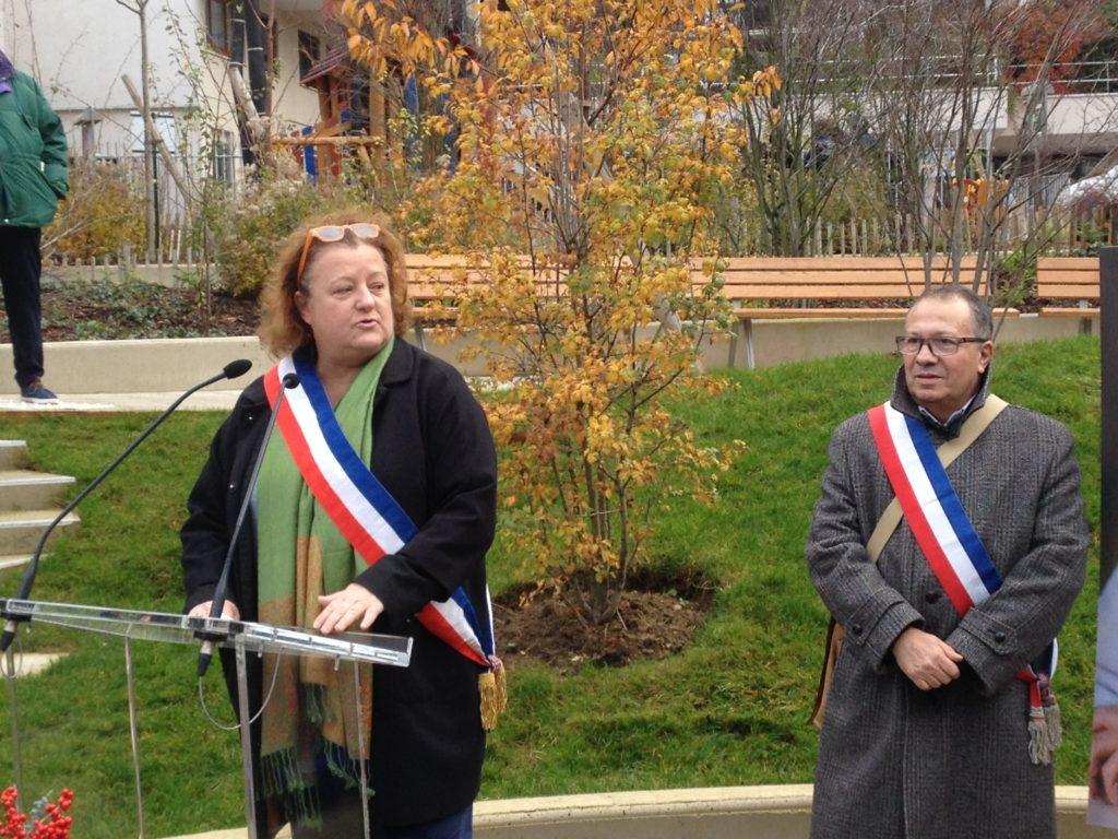 allocution de Frédérique Calandra, maire du 20e. À ses côtés: Thierry Blandin, adjoint à la mémoire pour le 20e
